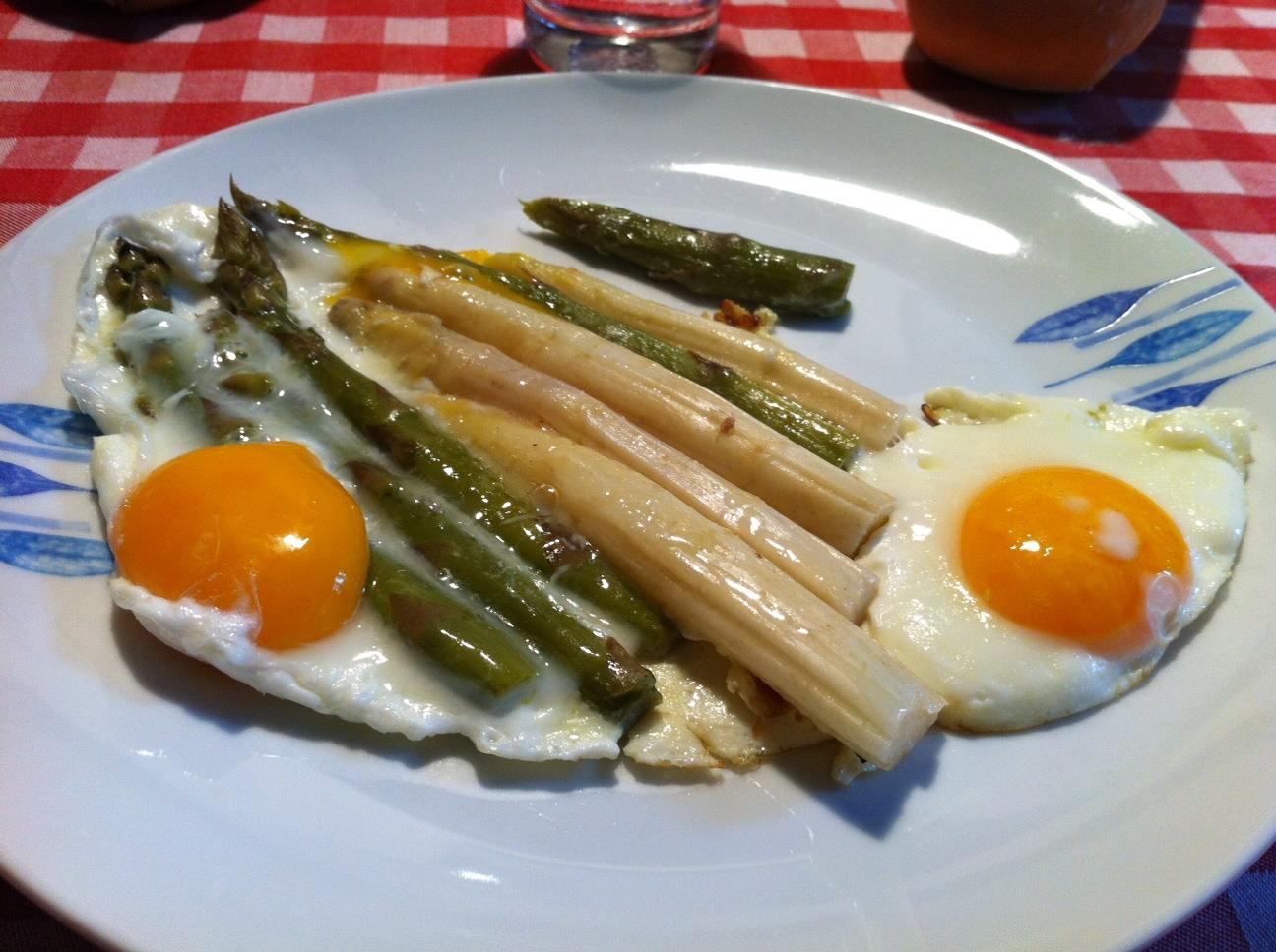 Wild asparagus and eggs