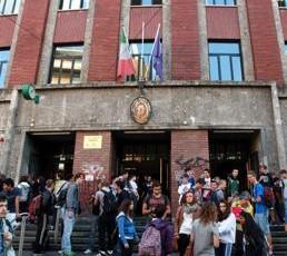 ISTRUZIONE SUPERIORI STUDENTI SCUOLA ESTERNO FOTOGRAMMA U30465694829jXC 258x258@Quotidiano Scuola Web