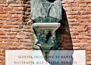 Busto Dante Pola Arsenale Venezia